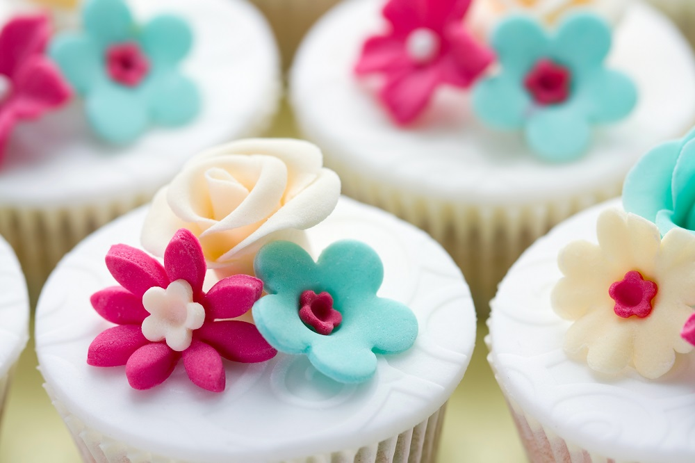 Cake Decorating with Fondant and Sugar Paste