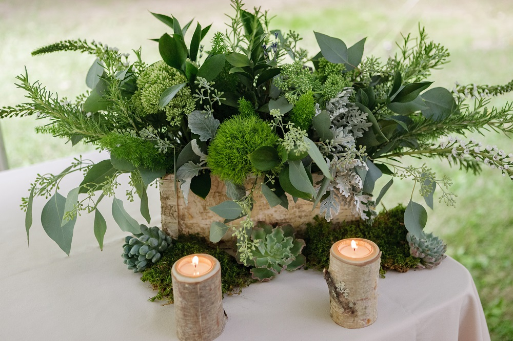 Dark green table centrepiece