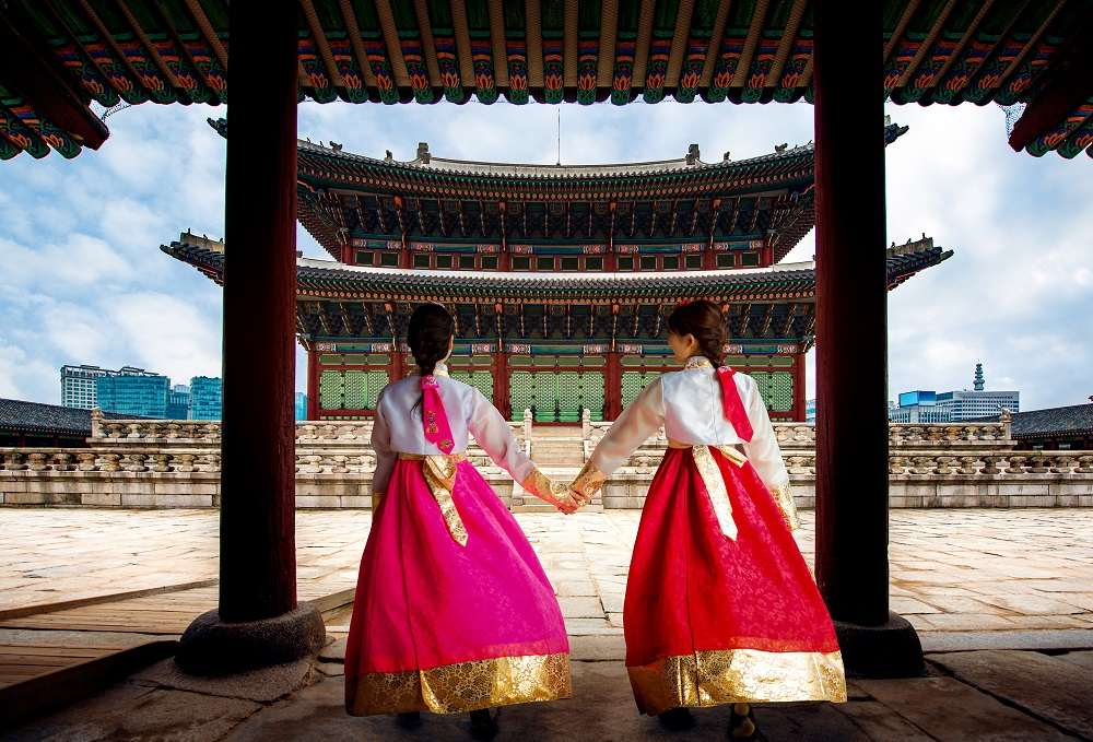 Korean culture two Korean women in traditional dress in a temple